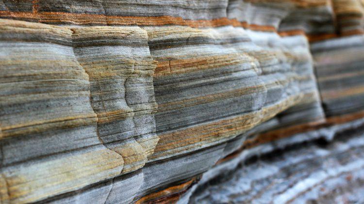 Interpretação integrada de dados de reflexão sísmica e geologia em ambiente Petrel