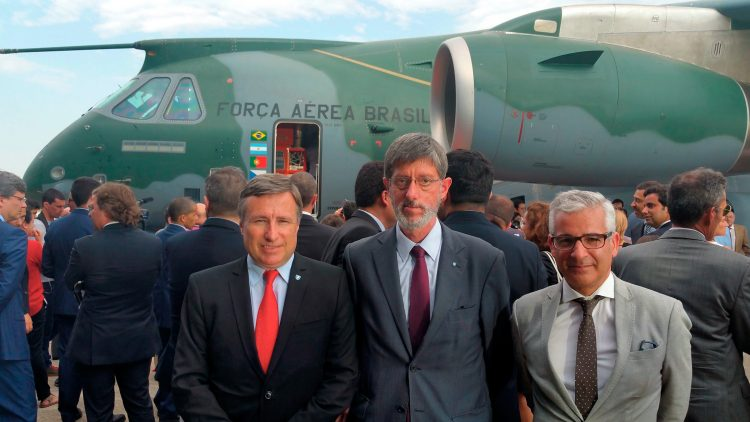 Técnico students and faculty attended the presentation of Embraer's new aircraft