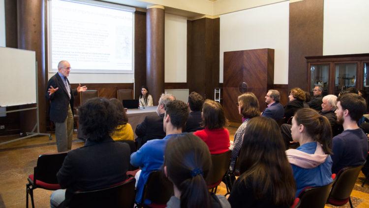 Discussão sobre a história, os desafios e o futuro dos órgãos artificiais no Técnico