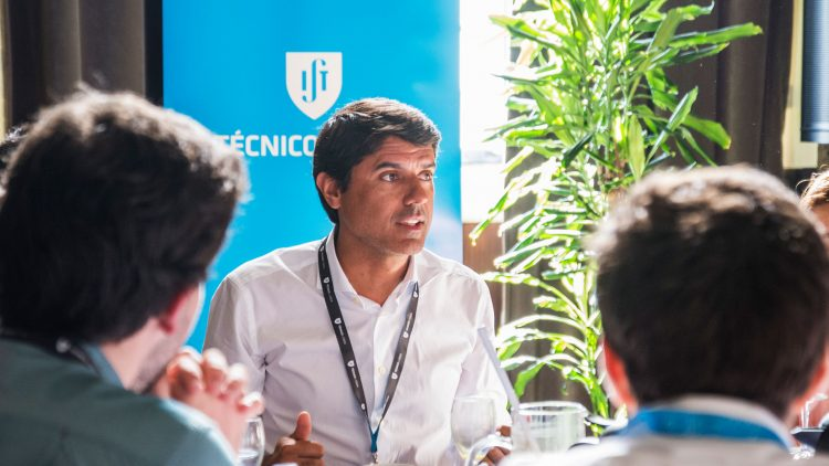 """Técnico helped me to solve any hard problem"""