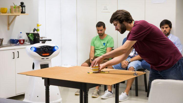 Domestic robots compete at Técnico
