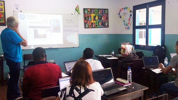 Rede Pêndulo Mundial chega a escola de São Tomé e Príncipe