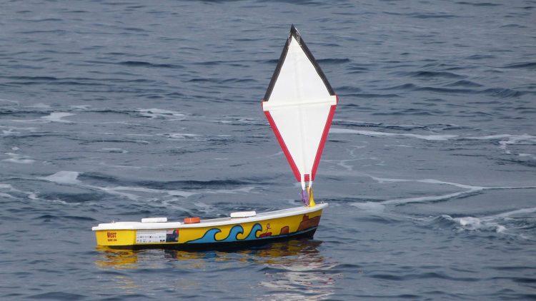 Técnico é parceiro no lançamento de três mini-veleiros de caractér educativo
