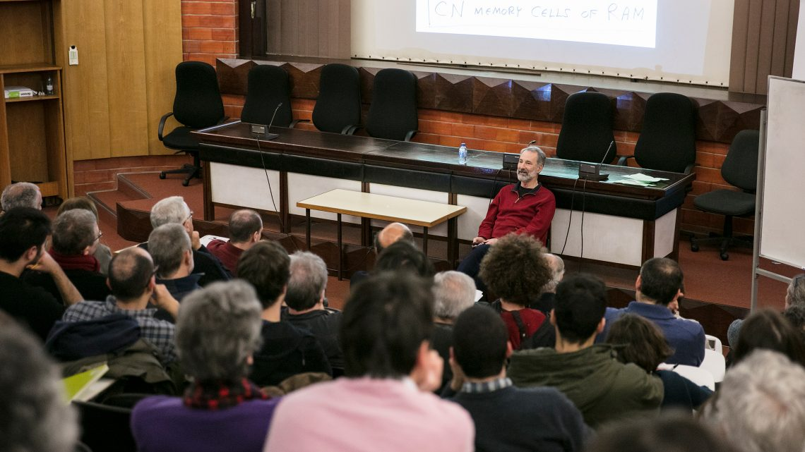 Charles Fefferman delivers lecture to large crowd