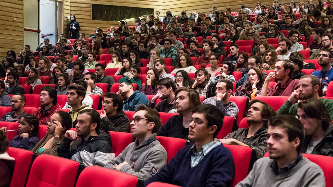 Hundreds of students interested in Técnico Summer Internships