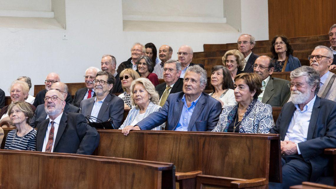Público sentado no Anfiteatro a assistir.