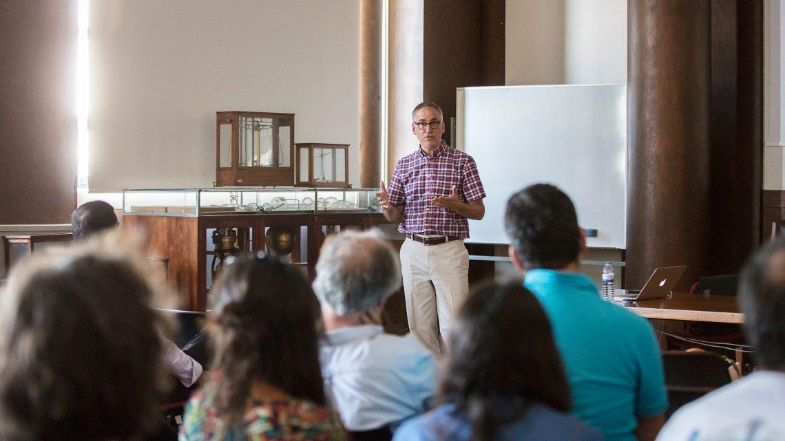 Christopher Burd em palestra para audiência