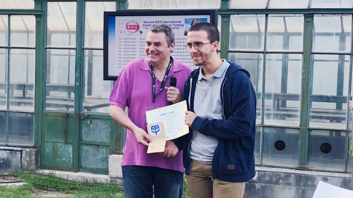Daniel Correia recebe o prémio do concurso