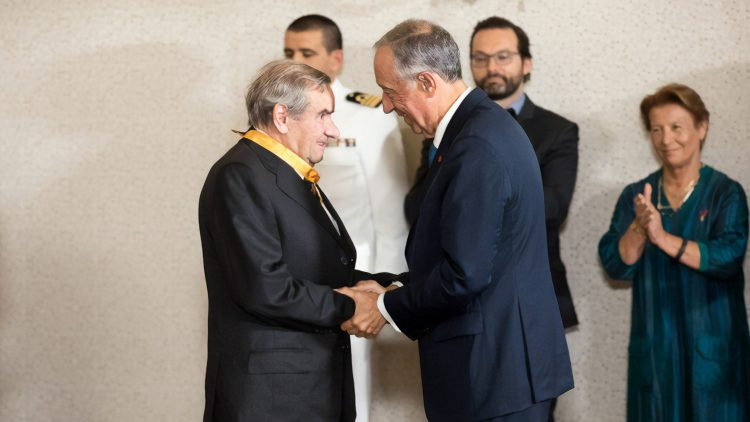 Professor Martins Barata decorated by the President of the Portuguese Republic