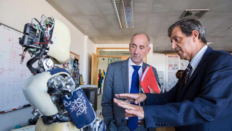 Diretor-geral da Comissão Europeia para a Investigação, Ciência e Inovação visita o Técnico