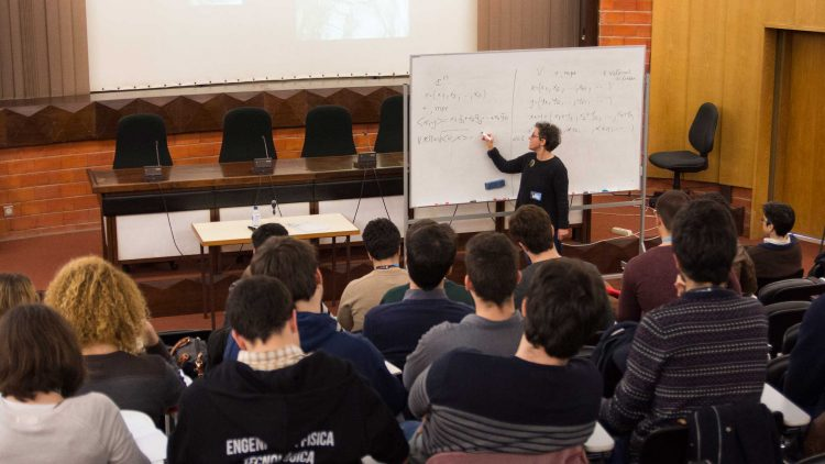 Escola de Inverno de Matemática (EIM2019)