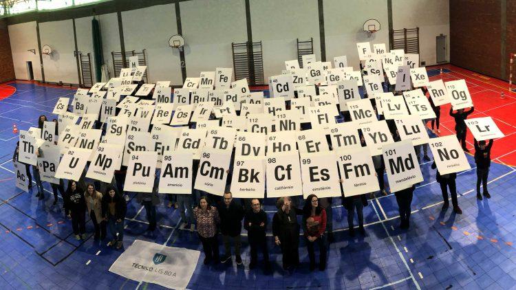 Departamento de Engenharia Química leva Tabela Periódica às escolas