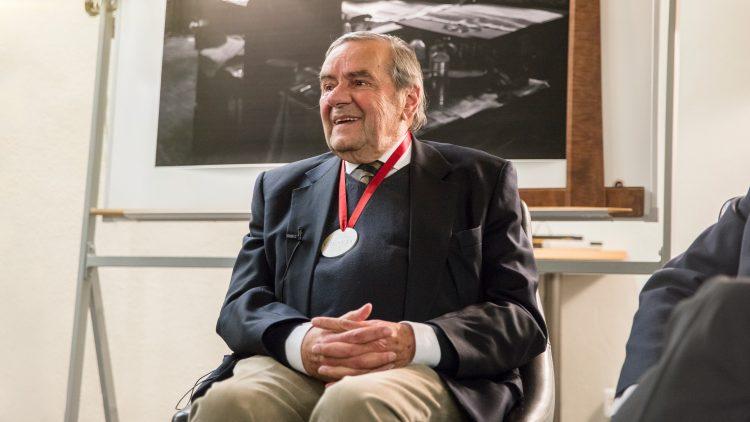 Professor José Pedro Martins Barata distinguido com medalha de mérito científico