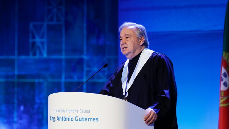António Guterres receives Charlemagne Prize