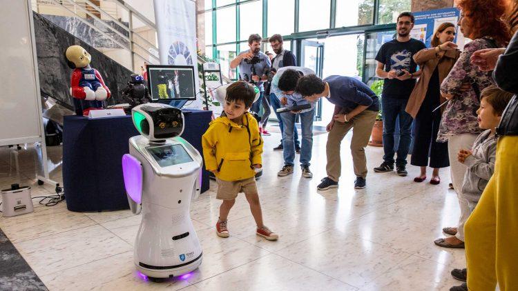 Festa do Técnico atrai centenas de pessoas para um encontro do futuro com o passado