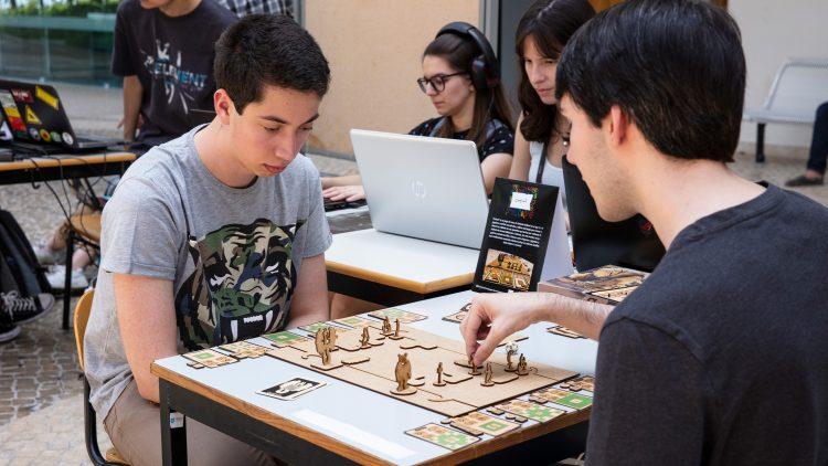 Montra de jogos e de muita criatividade