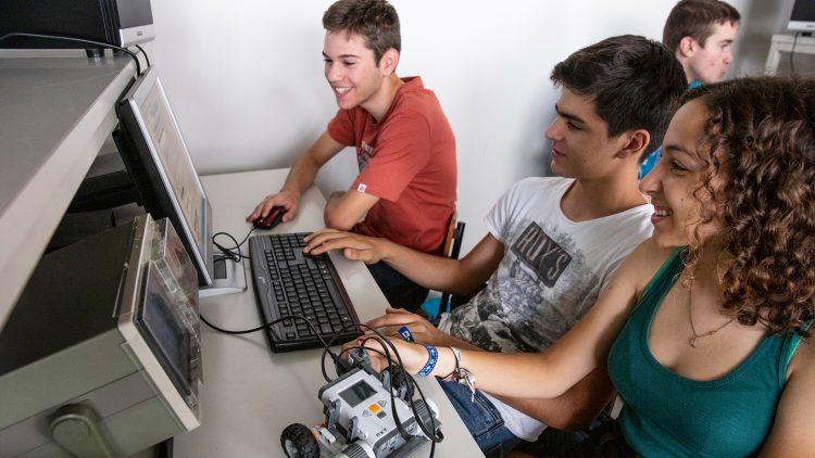 Da programação ao gosto pela Engenharia são duas linhas de código de distância