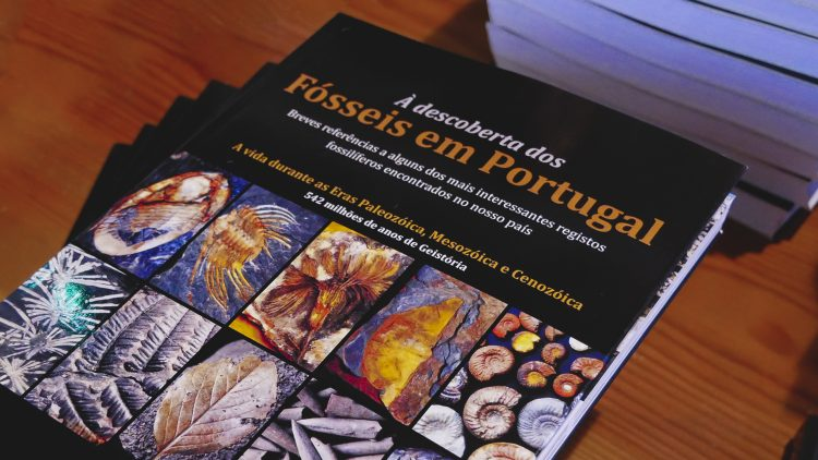 """Apresentação do livro """"À Descoberta dos Fósseis em Portugal"""""""