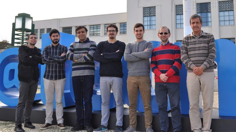 Equipa do ISR leva robô com tecnologia portuguesa a Abu-Dhabi