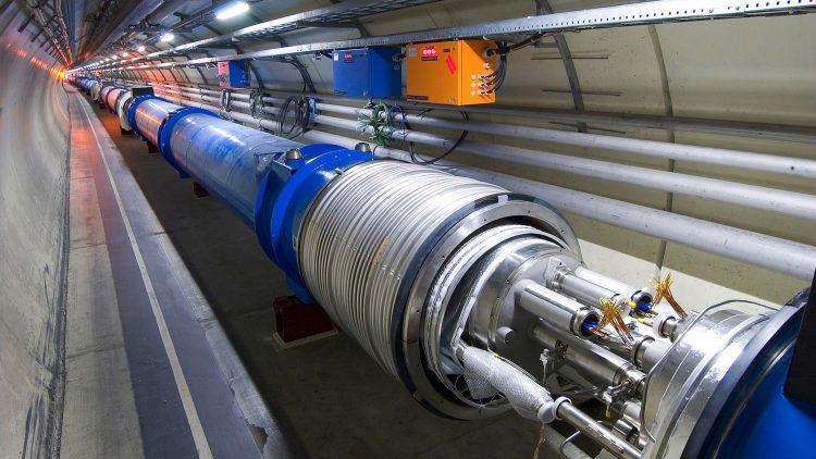 Futuro da Física de Partículas com mais intensidade, precisão e energia