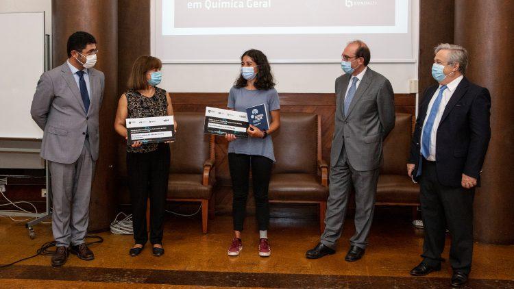Bondalti e Fundação Amélia de Mello distinguem aluna de Engenharia Física Tecnológica