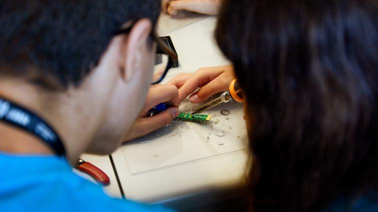"Projeto ""Engenharia nas Escolas de Oeiras"" leva a magia da Ciência e Tecnologia aos alunos do município"